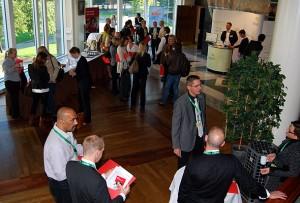 Deltagerne til HSMAI Servicekonferansen begynner å samles i foajeen på morgenkvisten.