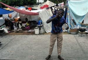 Hjemløse haitiere har satt opp telt like ved presidentpalasset i Port-au-Prince. Foto: Marcello Casal Jr/ABr/Wikipedia