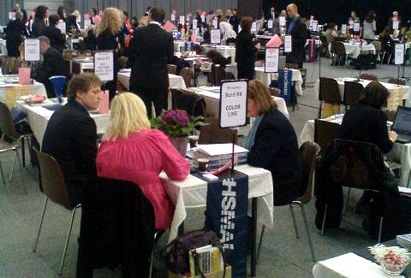 Messehallen summet av entusiastisk møteaktivitet. HSMAI Møtebørsen.