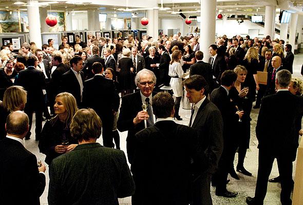 Og så ble det selvfølgelig minglet på HSMAI-prisfesten 2010. Fotograf: Catharina Wandrup/Knut Joner