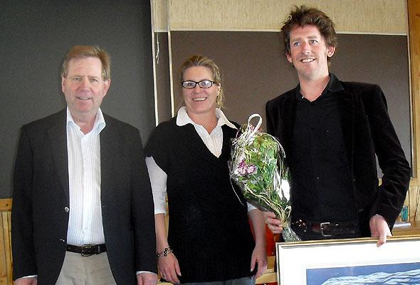 Prisvinner Odd Nordstoga sammen med leder av Telemark Reiselivsråd Odd Syvertsen og daglig leder i Telemarkreiser Irene Siljan Vestby. Fotograf: Marit N. Vasdal