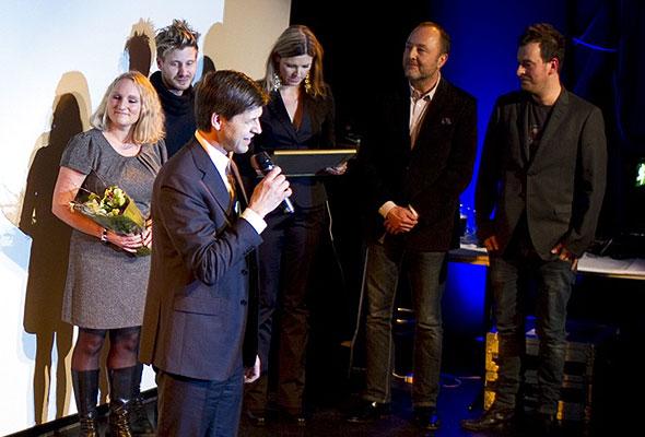 Vinnerdelegasjonen fra Flytoget, med Sverre Høven, direktør kommersiell og forretningutvikling, i front. Fotograf: Catharina Wandrup/Knut Joner