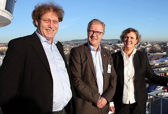 Frederic Hauge, Bellona, Helge O. Mathisen, konserndirektør for kommunikasjon og samfunnskontakt i Color Line, og havnedirektør Anne Sigrid Hamran (foto fra Color Line)