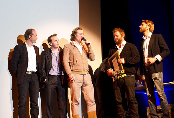 De glade representantene for Restplass.no på Scenen i Dizzie Showteater onsdag kveld. Fotograf: Catharina Wandrup/Knut Joner