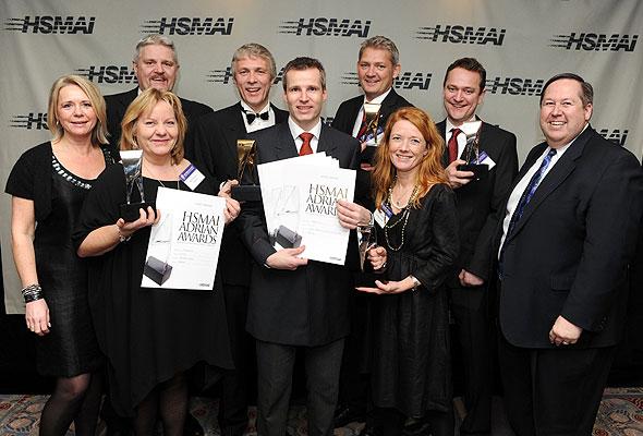 Adrian 2010-vinnerne fra Hurtigruten og byrået LOS&Co sammen med HSMAIs globale president og CEO, Bob Gilbert.