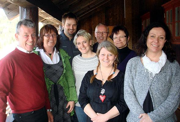 Hovedstyret i HANEN 2011-2012. Fra venstre: Styreleder Jan Tjosås (Øystese), nestleder Liv Aastad (Buvika) og styremedlemmene Espen Blåfjelldal (Bagn), Ann-Torill Briksdal (Hovden), Oddvar Haugland ( Vikedal), May Johannessen (Risøyhamn), Siw-Ellinor Aagård (Nordli) og Anne Margrete Alværn (Lavik).