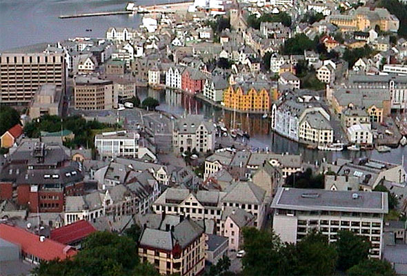 lesund sentrum sett fra Aksla. Fotograf: Frode Inge Helland/Wikimedia Commons