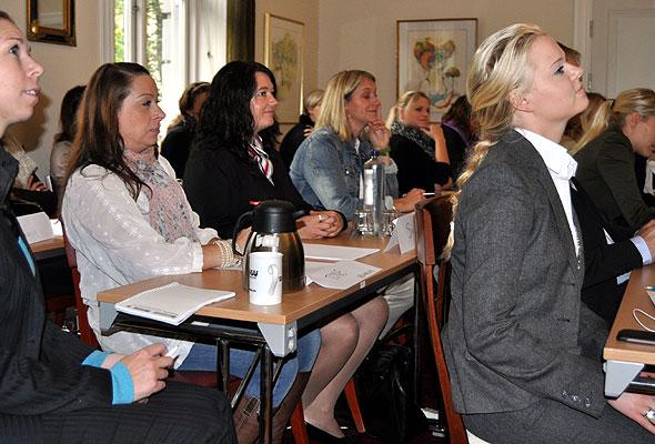 Det var en lærevillig forsamling som møttes hos HSMAI, for å lære salgsteknikker av Morten Børge-Ask i Consel. Fotograf: Hans Stenseng