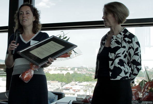 Monique Jaspers-Wijn mottar sitt diplom i Oslo torsdag 24. mai 2012. Fotograf: Catharina Wandrup