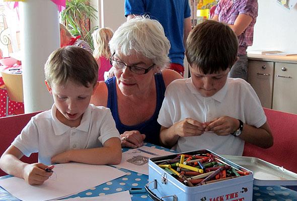 Barnebarn og besteforeldre på DFDS. Foto fra DFDS