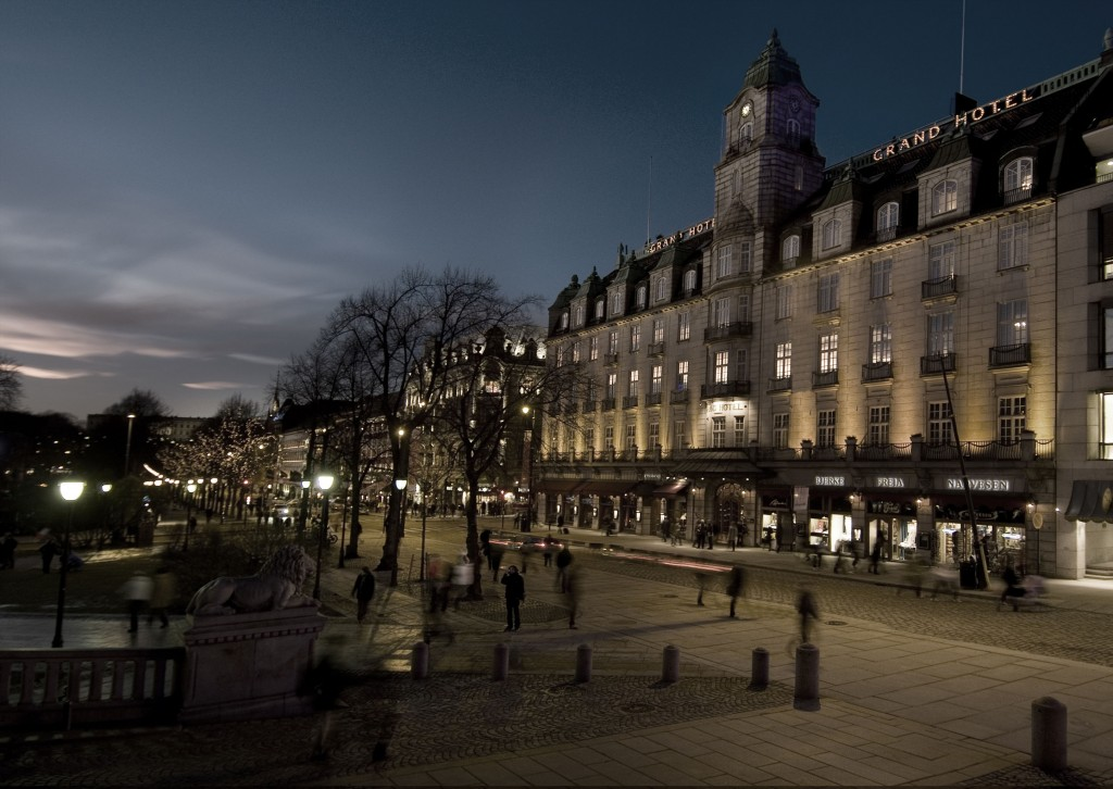 Grand_Hotel_Fasade_evening_view