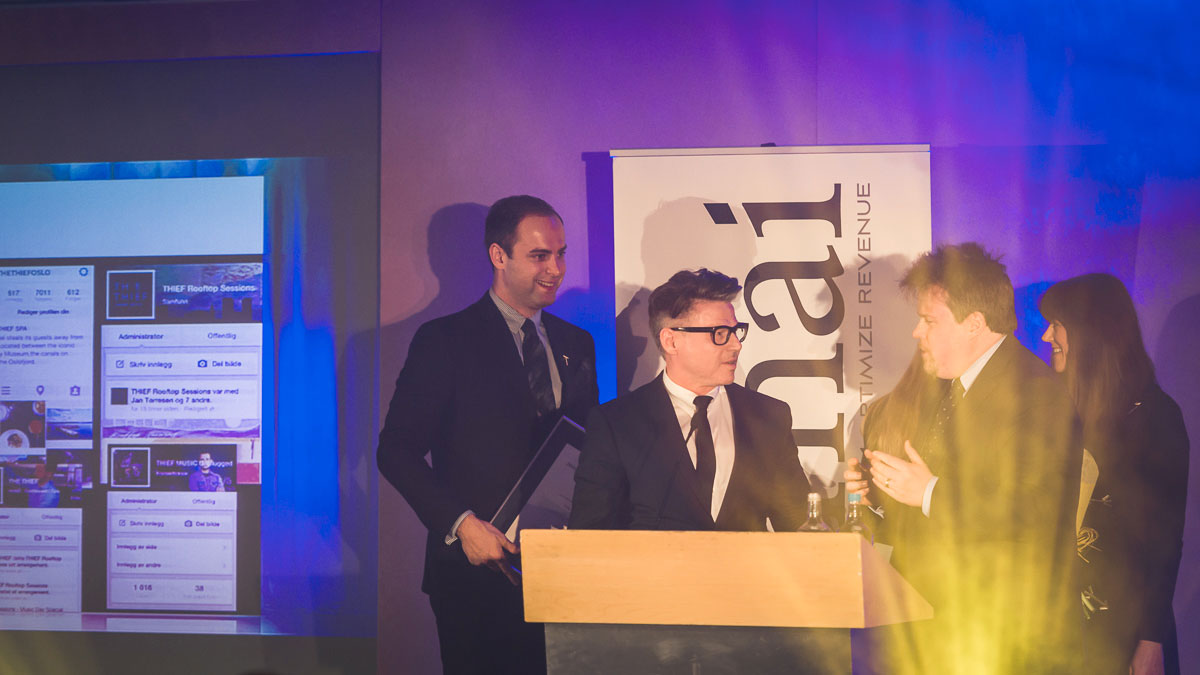THE THIEF, her ved Claas N. Mäder, Jarle Moen og Siri Løining Kolderup, stakk av med den gjeveste prisen under utdelingen av HSMAI European Awards i London tirsdag kveld. Fotograf: Gunnar Kopperud/Netta Nyman, PhotoWalk/Konferansefotografering