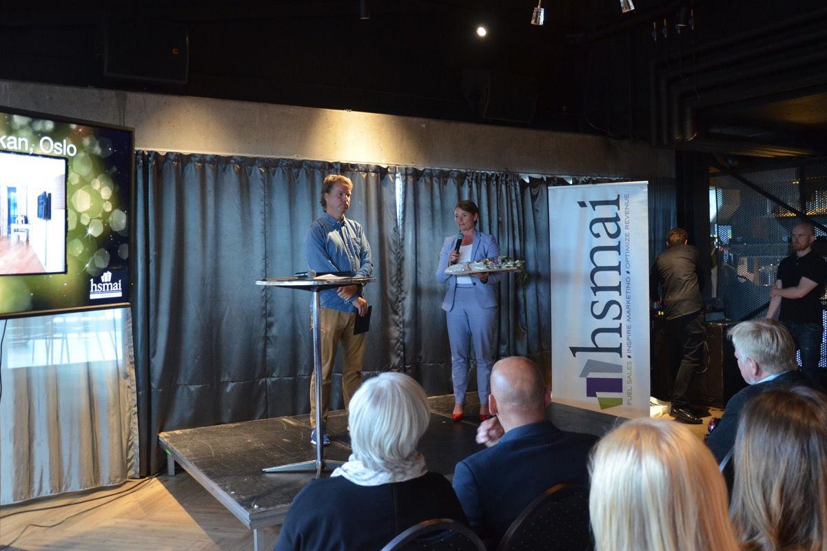 Scandic Vulcan mottar diplomet for hederlig omtale i kategorien Company Culture under HSMAIs sommerfest på Steen & Strøms Taket i Oslo sentrum, tirsdag 20. juni 2017. Fotograf: Ida Øksdal-Korneliussen.
