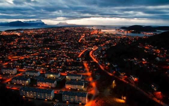 Bodø by night (foto fra Visit Bodø).