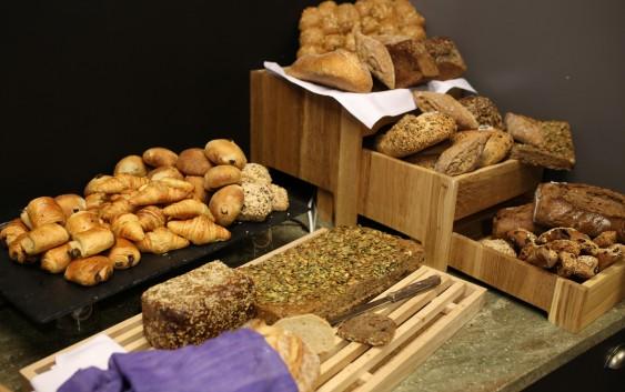 Brød til frokost (foto fra Scandic Hotels).