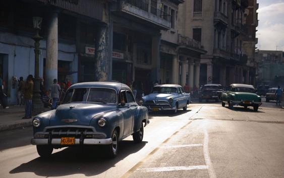 Klassisk gatestemning i Havana (foto fra Ving).