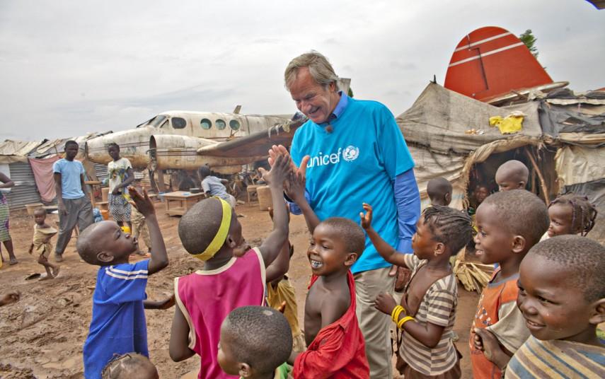 Bjørn Kjos, sammen med Unicef, i Bangui, Den sentralafrikanske republikk. Arkivfoto fra Norwegian.