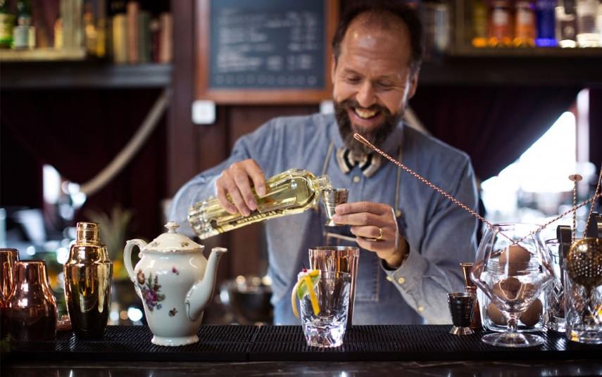 Dosa Ivanov, bartender på Clarion Post i Gøteborg. Foto fra VisitSweden
