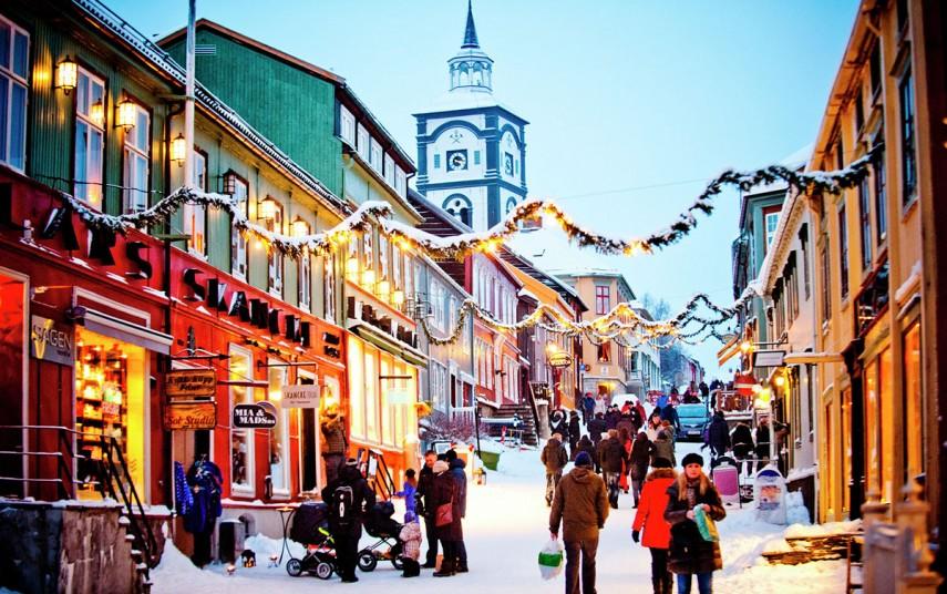 Vinterstemning i sentrum av Røros. Fotograf: Thomas Rasmus Skaug - visitnorway.com