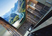 Hurtigruten med verdens høyeste storskjerm til sjøs