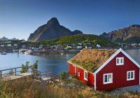 Seks av ti nordmenn skal tilbringe sommerferien i Norge i år