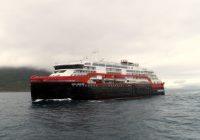 Hurtigrutens nyeste døpes i Antarktis